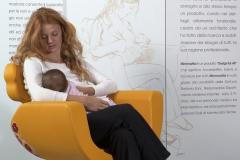 ospedale-pistoia-sedia-allattamento-mimmama-leura-posizione-culla-neonato-mamma