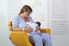 ospedale-pistoia-sedia-allattamento-mimmama-leura-posizione-culla-neonato