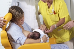 ospedale-pistoia-sedia-allattamento-mimmama-leura-posizione-neonato