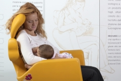 ospedale-pistoia-sedia-allattamento-mimmama-leura-posizioni-allattamento-seno