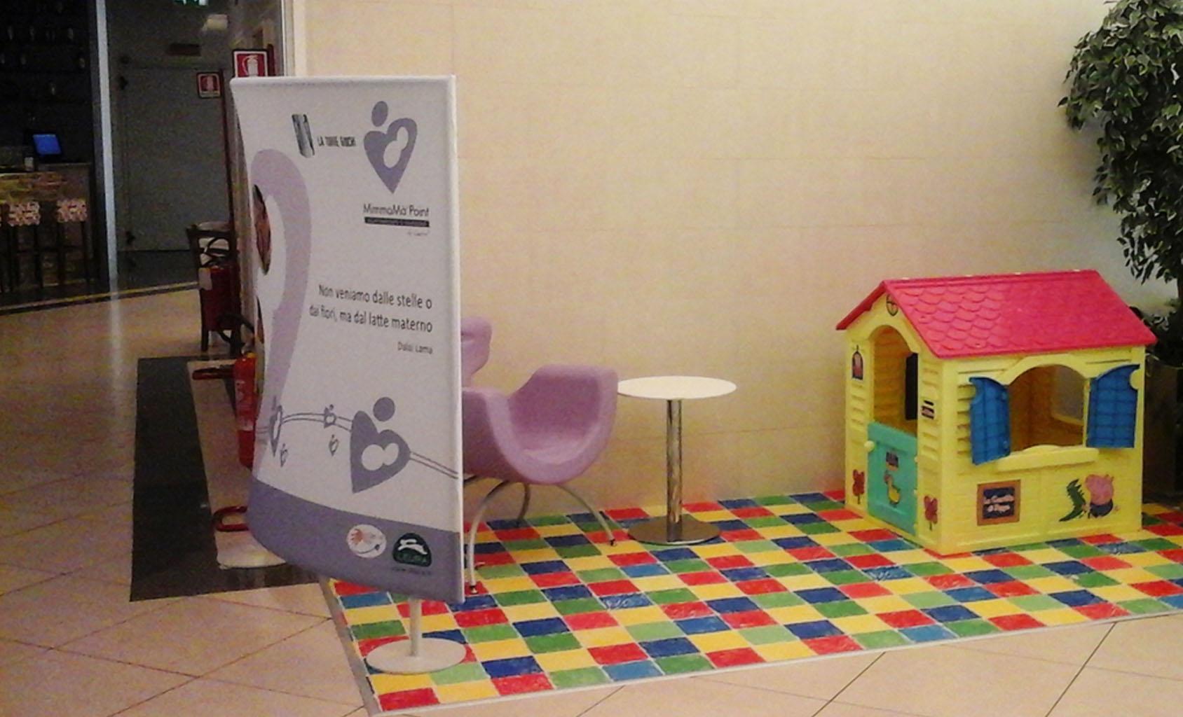 corner-allattamento-breastfeeding-shopping-center-il-vulcano