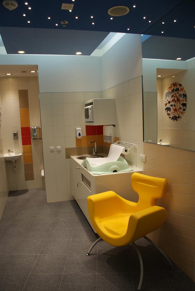 nursing-chair-mimmama-family-room-shopping-center-poland-leura