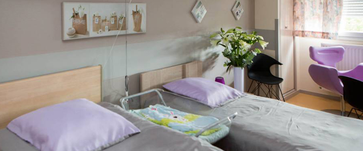 3-arc-en-ciel-france-maternite-fauteuil-allaitement-chambre