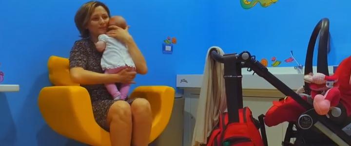 5-shopping-center-le-vele-millennium-family-room-breastfeeding-chair-mimmama-leura